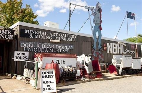 The front of White's Mineral Art and Mining Museum