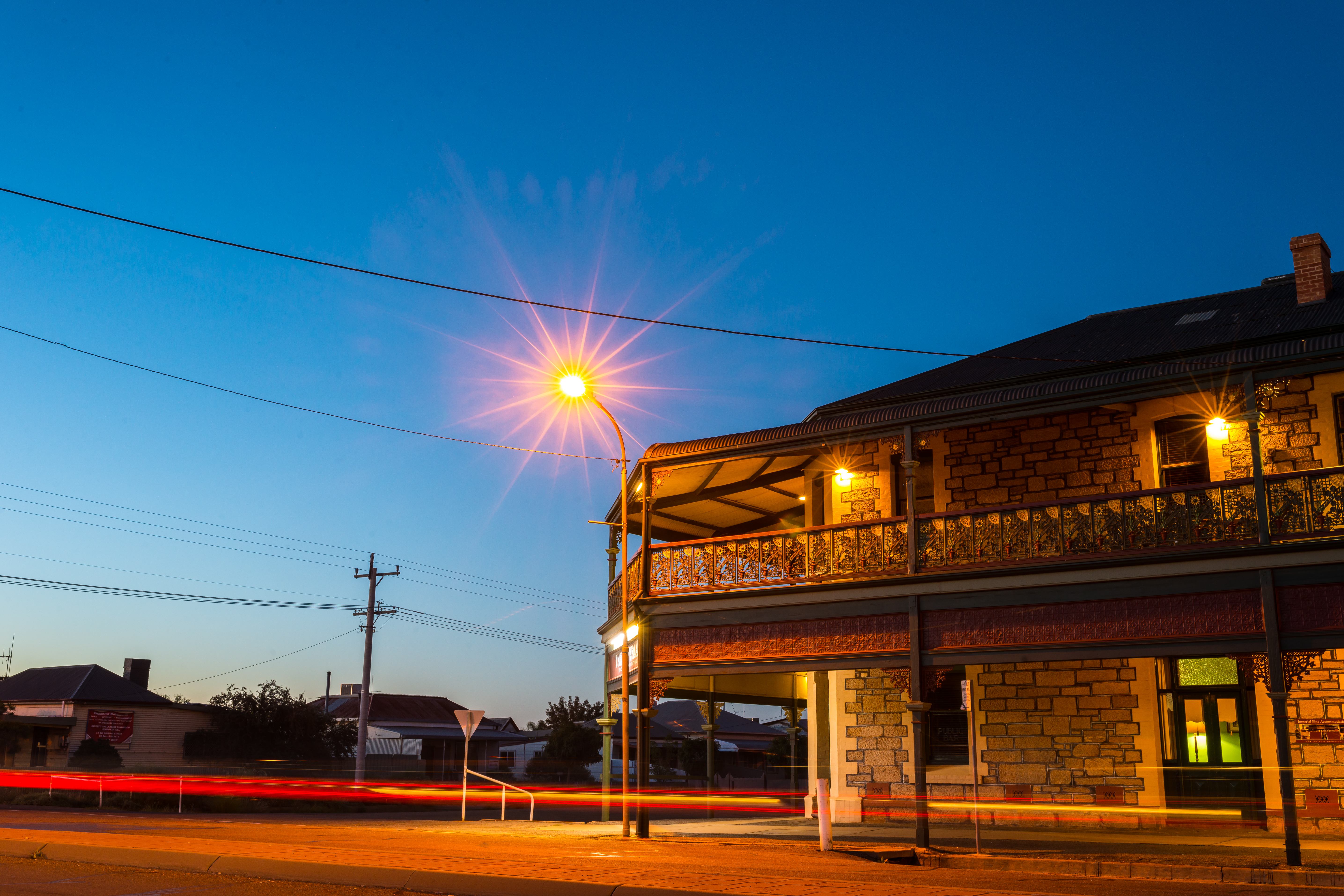 BrokenHill_Architecture_Hotel_at_Night_Lattice Work